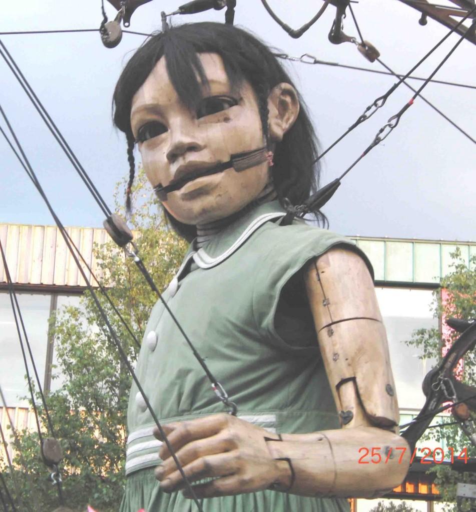 24e 25.7.14 Arrival of the Little Girl Giant, Newsham Park